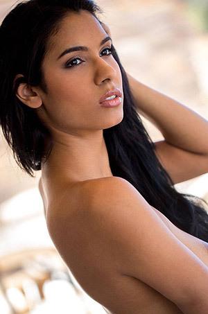 Sexy Latina Karmen Bella