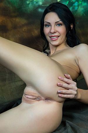 Rafaella Spreads Her Long Legs