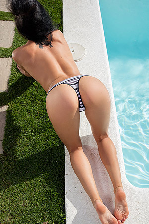 Sapphira Shows Off Her Naked Body By The Pool