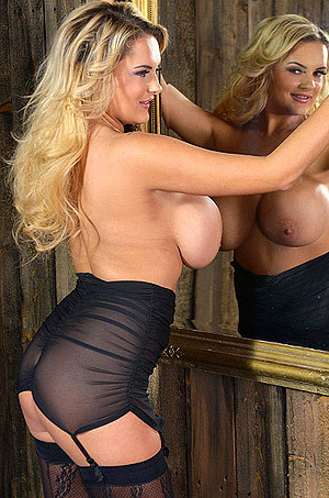 Bombshell Gives A Buxom Body Tour