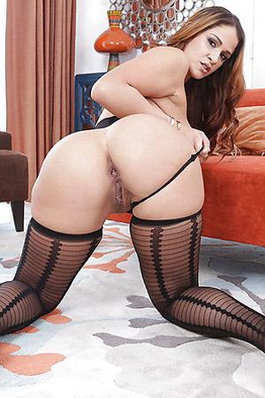 Miss Raquel Showing Off Sexy Butt